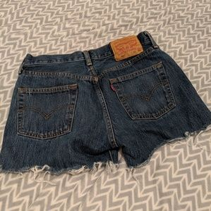 Levi cut off Jean shorts w 30""